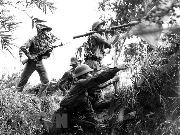 [Foto] Tras la guerra, Vietnam supero las dificultades para la reconstruccion nacional bajo la direccion del Partido Comunista hinh anh 8