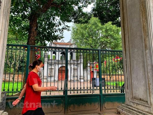 [Foto] Cierran iconicos sitios turisticos de Hanoi por COVID-19 hinh anh 2