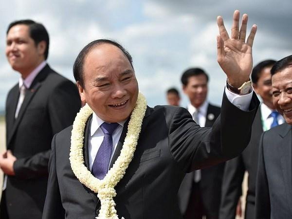 Premier de Vietnam llega a Camboya para Cumbre de Triangulo de Desarrollo CLV hinh anh 1