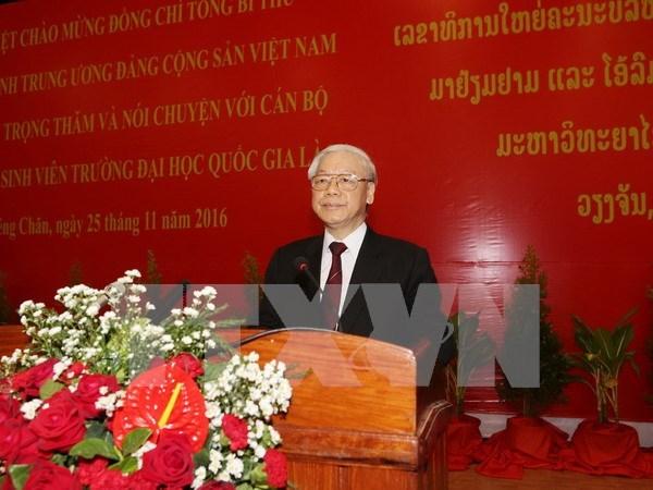 Lider partidista de Vietnam intercambia con universitarios de Laos hinh anh 1
