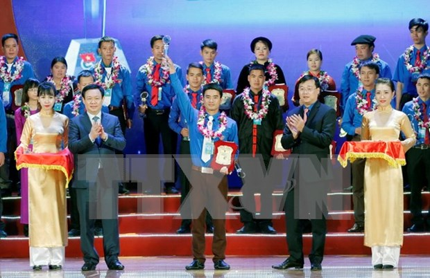 Entregan en Vietnam premios a jovenes campesinos sobresalientes hinh anh 1