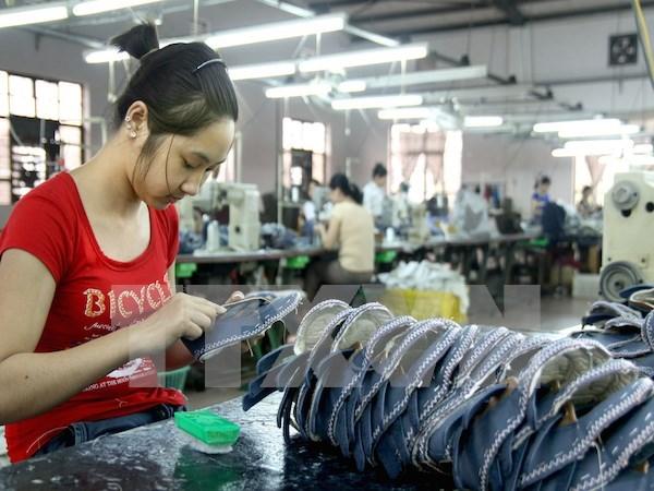 Autoridades de Hanoi se reunen con la comunidad empresarial hinh anh 1