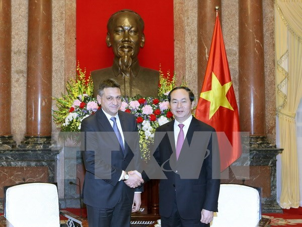Presidente de Vietnam recibe a jefe de inteligencia de Bulgaria hinh anh 1
