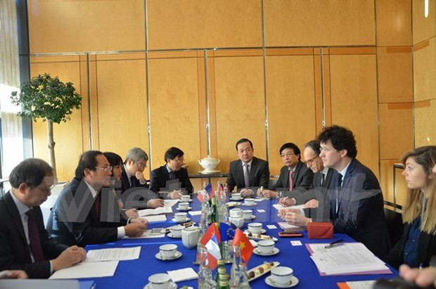 Aumentan Vietnam y Francia cooperacion en informacion y comunicaciones hinh anh 1