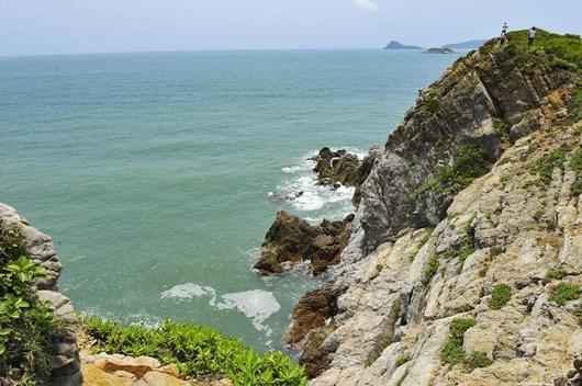 Mas turistas acuden a la isla de Quan Lan en Quang Ninh hinh anh 1