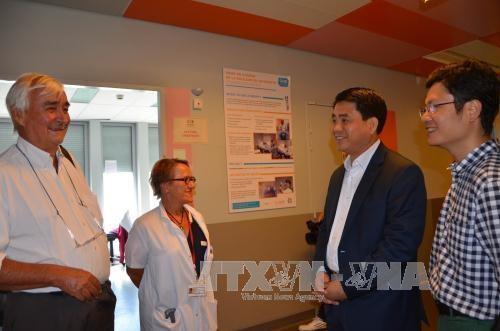 Hanoi firma acuerdo de cooperacion en salud con Paris hinh anh 1