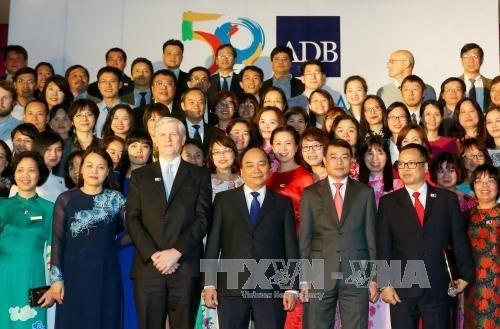 Vietnam considera BAD como socio importante, destaca premier hinh anh 1