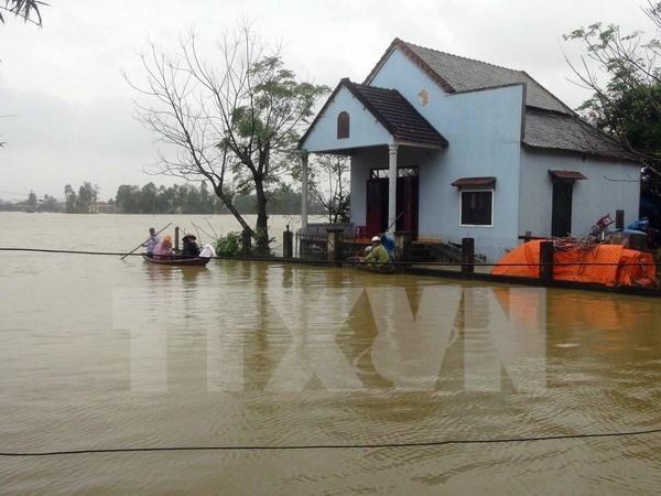 Trece muertos por inundaciones y fuertes lluvias en region central de Vietnam hinh anh 1