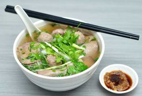 Plato vietnamita elegido por revista australiana como mejor manjar callejero de Asia hinh anh 1