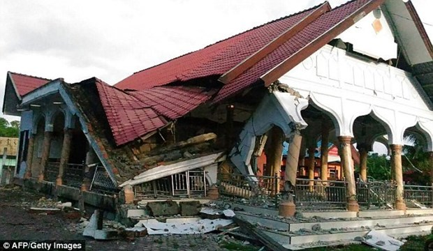 Terremoto en Indonesia deja al menos 52 muertos y cientos de heridos hinh anh 1