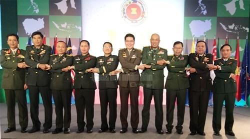 Vietnam asiste a reunion de comandantes del ejercito de ASEAN en Filipinas hinh anh 1