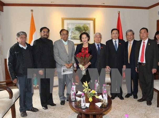Presidenta parlamentaria conversa con lideres de partidos indios hinh anh 1