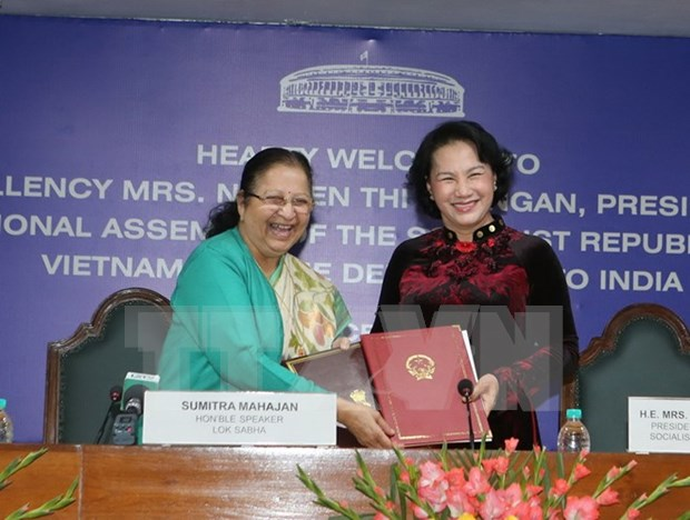 Presidenta de Asamblea Nacional se reune con dirigentes del parlamento indio hinh anh 1