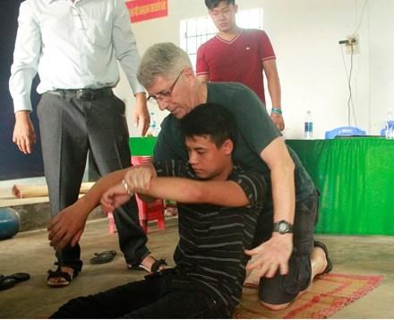 Pescadores en provincia de Vietnam aprenden habilidades de salvamento hinh anh 1