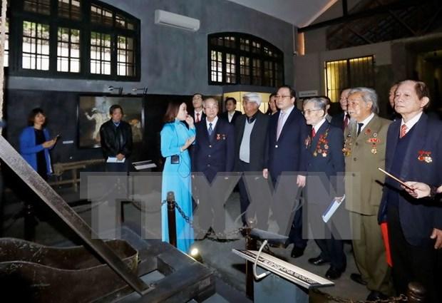 Rinden tributos a excombatientes encarcelados en Hoa Lo hinh anh 1