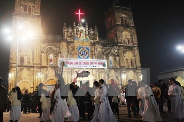 Lideres de provincia vietnamita felicitan a comunidad catolica por Navidad hinh anh 1