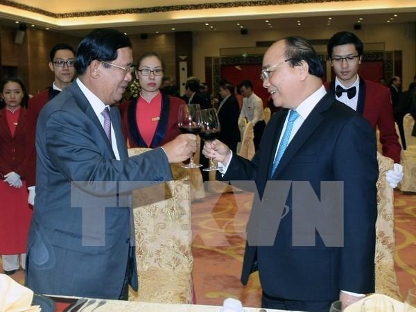 Primer ministro camboyano concluye visita oficial a Vietnam hinh anh 1