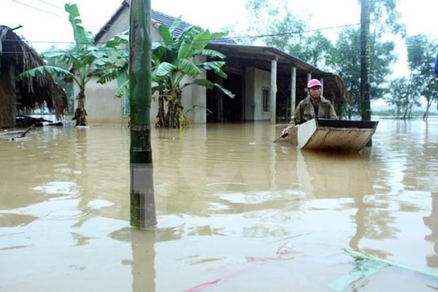 Premier vietnamita pide apoyo urgente a pobladores afectados por inundaciones hinh anh 1