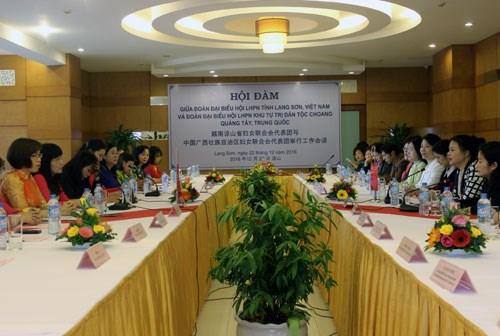 Fomentan amistad entre uniones de mujeres Vietnam – China hinh anh 1