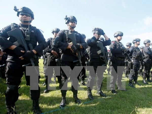 Indonesia intensa vigilancia policial en sitios publicos para una Navidad segura hinh anh 1