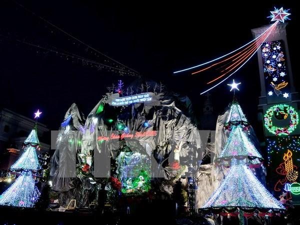 Vietnamitas disfrutan de Navidad en ambiente de alegria hinh anh 2