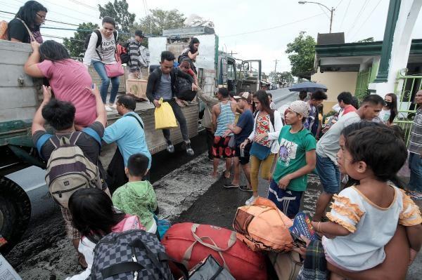 Filipinas: Al menos un muerto durante el paso del tifon Nock-Ten hinh anh 1
