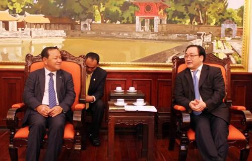 Refuerzan cooperacion entre Hanoi y Phnom Penh hinh anh 1