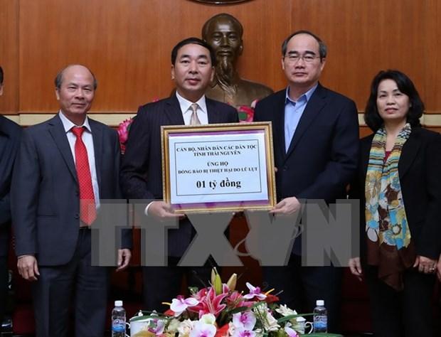 Reciben ayuda financiera destinada a victimas de inundaciones en Vietnam hinh anh 1