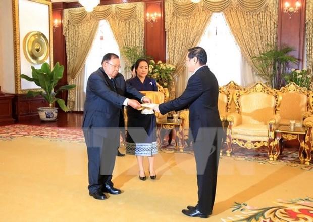 Entrega carta credencial embajador de Vietnam en Laos hinh anh 1