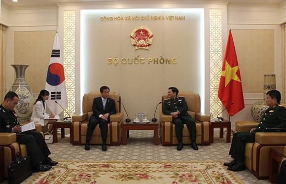 Vietnam y Sudcorea refuerza nexos de defensa hinh anh 1
