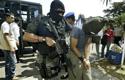 Lucha contra terrorismo sera prioridad de seguridad de Indonesia en 2017 hinh anh 1