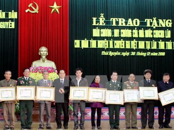 Conceden distinciones de Laos a combatientes voluntarios vietnamitas hinh anh 1