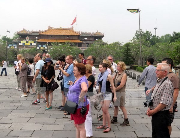Thua Thien – Hue recibe 200 turistas en primer dia de 2017 hinh anh 1
