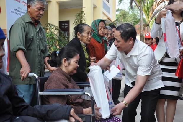 Vietnam ofrece asistencias a familias y ninos pobres por Ano Nuevo Lunar hinh anh 1