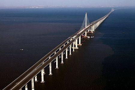 Finalizan en Vietnam instalacion del puente sobre el mar mas largo del Sudeste Asiatico hinh anh 1