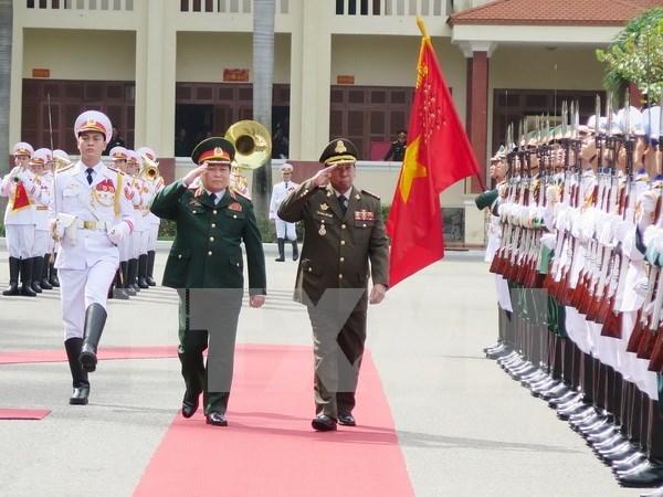 Vietnam y Laos siguen robusteciendo cooperacion militar hinh anh 1