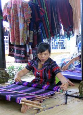 Vietnam reconoce a brocado de minoria patrimonio inmaterial nacional hinh anh 1
