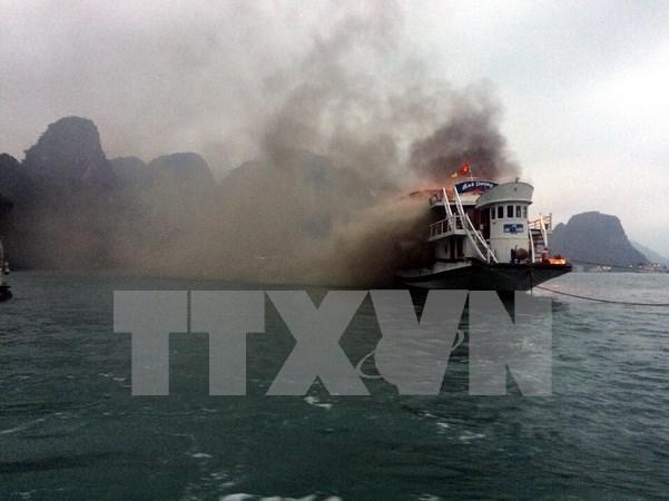 Sin dano humano en incendio de crucero en bahia de Ha Long hinh anh 1
