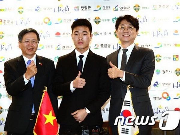 Futbolista vietnamita se estrena en el club sudcoreano Gangwon FC hinh anh 1