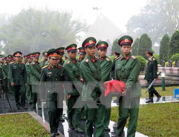Celebran en provincia vietnamita ceremonia de entierro de martires caidos en Laos hinh anh 1