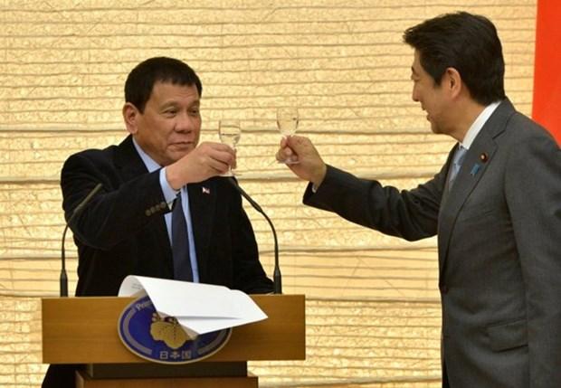 Shinzo Abe anuncia ayuda de ocho mil 700 millones de dolares a Filipinas hinh anh 1