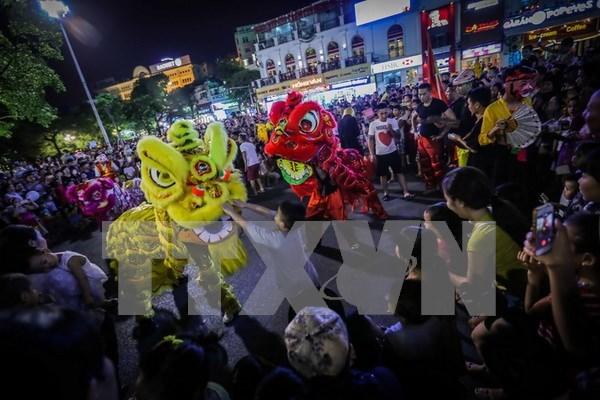 Celebran en ciudad vietnamita festival por Ano Nuevo Lunar hinh anh 1