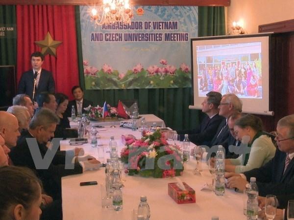 Vietnam y Republica Checa revisan cooperacion educativa hinh anh 1