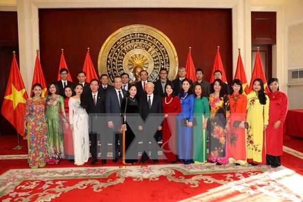 Lider partidista vietnamita se reune con compatriotas en China hinh anh 1