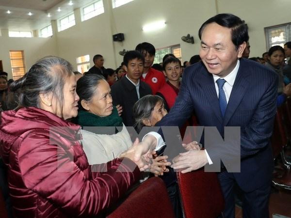 Presidente vietnamita entrega obsequios a residentes desfavorecidos en Nghe An hinh anh 1