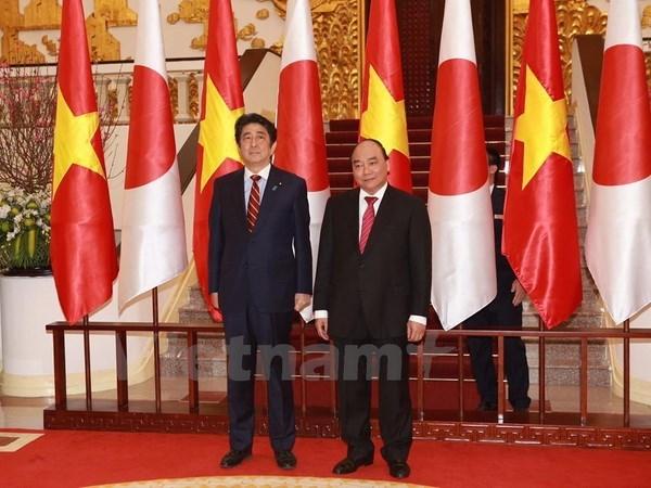 Prensa japonesa destaca la visita a Vietnam del premier Shinzo Abe hinh anh 1