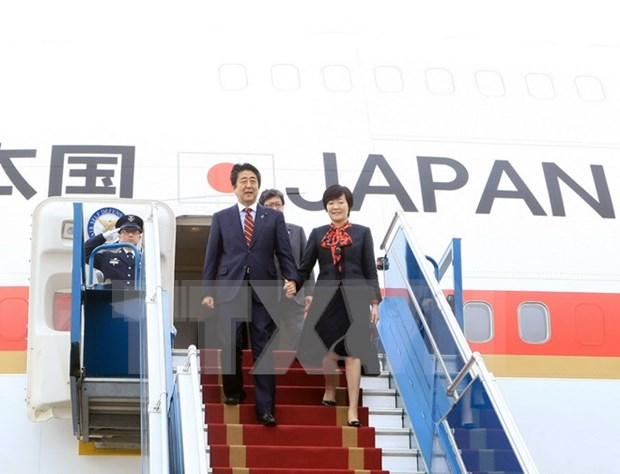 Primer ministro de Japon concluye visita oficial a Vietnam hinh anh 1