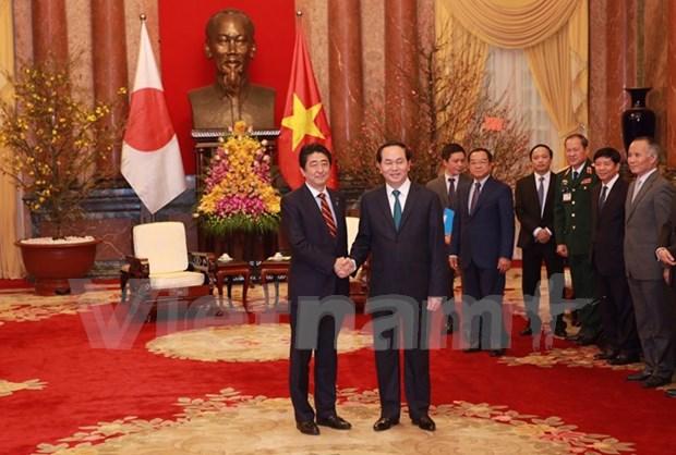 Presidente de Vietnam recibe a primer ministro japones hinh anh 1