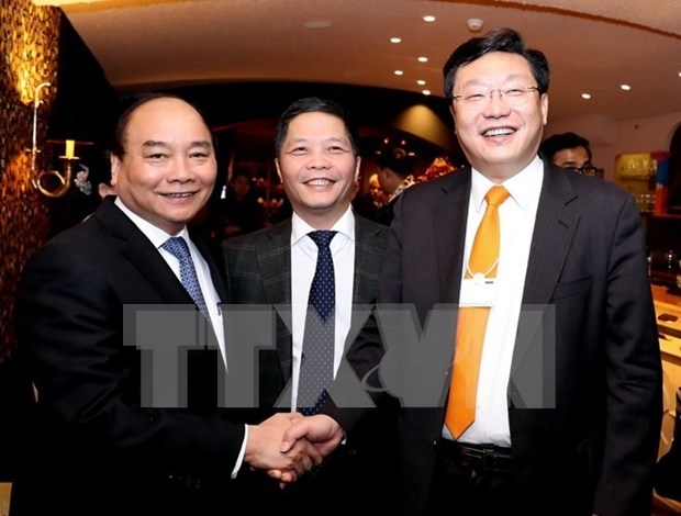 Premier vietnamita interviene en sesion de FEM sobre el futuro de la produccion hinh anh 1
