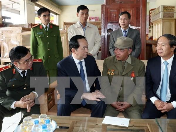 Presidente vietnamita visita a residentes y combatientes de Truong Sa hinh anh 1